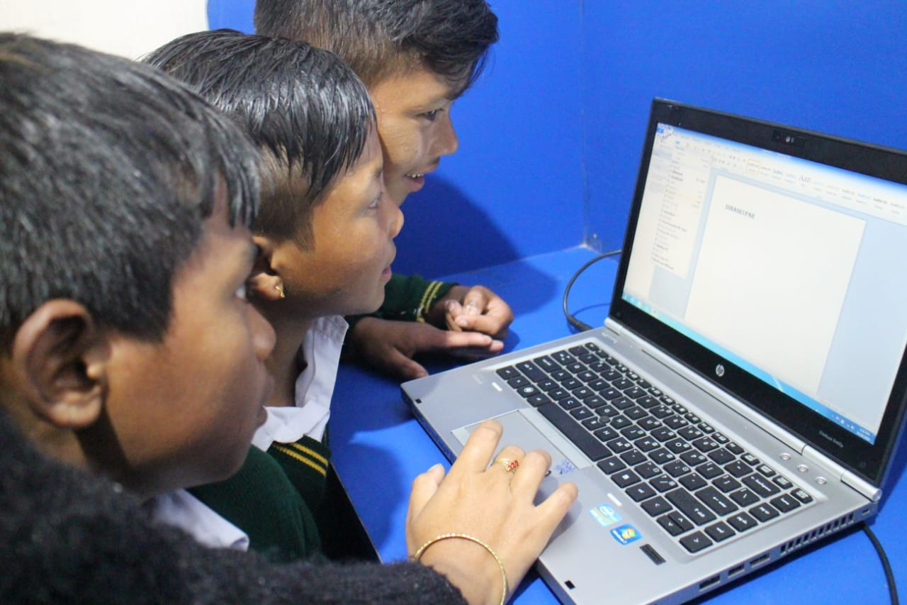 AROH Foundation in association with HDFC Bank Sets up Digital Library in Mawjrong village, Meghalaya